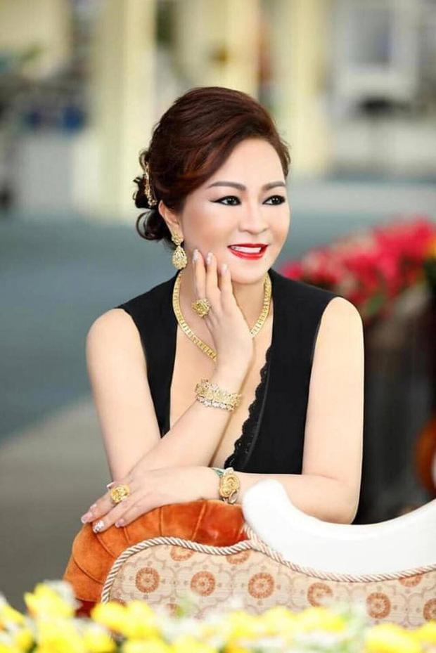 Toàn cảnh drama bà Phương Hằng và dàn sao Vbiz: Mỗi ngày đều réo tên NS Hoài Linh, đòi kiện Hồng Vân, khiến cả showbiz dậy sóng - Ảnh 12.