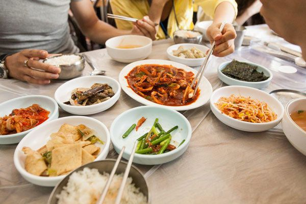 Người Việt cần bỏ ngay những sai lầm tai hại này trong ăn uống vì có thể gây sỏi thận cho bản thân và cả gia đình - Ảnh 2.
