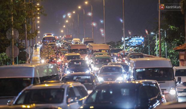 TP.HCM: Xe khách không được chở quá 20 người, taxi không được bật điều hoà từ ngày 22/5 - Ảnh 1.
