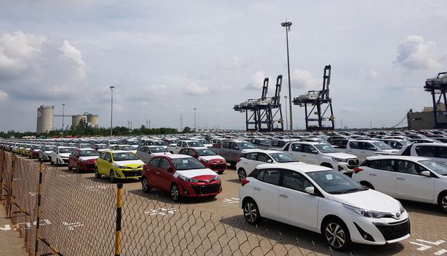 """Ô tô nhập khẩu tiếp tục """"đổ bộ"""" Việt Nam, giá rẻ bất ngờ - Ảnh 1."""