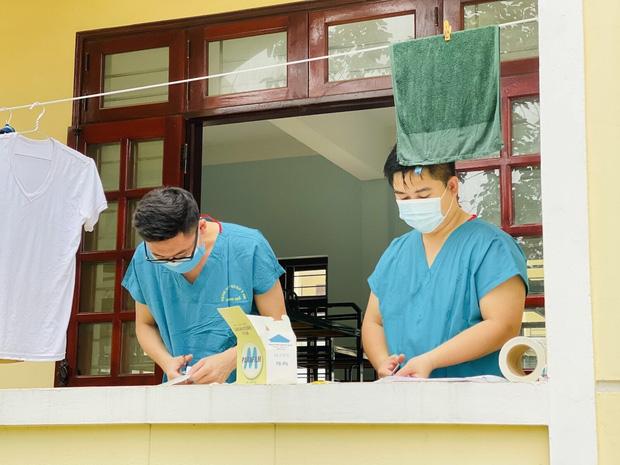 Hàng trăm sinh viên Quân y thần tốc hỗ trợ Bắc Giang chống dịch, làm việc 12-15 tiếng/ngày không nghỉ - Ảnh 4.