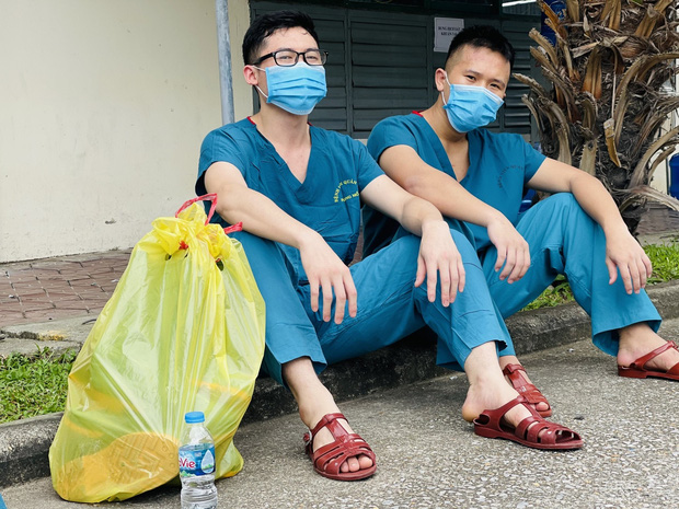 Hàng trăm sinh viên Quân y thần tốc hỗ trợ Bắc Giang chống dịch, làm việc 12-15 tiếng/ngày không nghỉ - Ảnh 5.