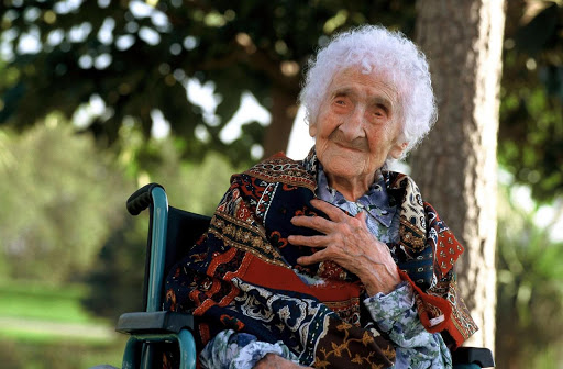"""Bí ẩn về cụ bà sống thọ nhất thế giới: Từng được cho là gặp gỡ danh họa Van Gogh, 114 tuổi còn đóng phim, bất ngờ hơn là nghiên cứu """"lật tẩy"""" sự gian lận tuổi tác - Ảnh 2."""