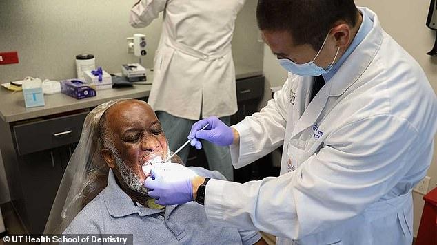 Kinh hoàng với triệu chứng lưỡi COVID: Lưỡi sưng to khổng lồ, người bệnh không thể ăn và nói - Ảnh 3.