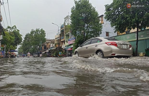 """Sài Gòn mưa tối trời vào buổi sáng, đường ngập """"te tua"""", xe chết máy la liệt - Ảnh 6."""