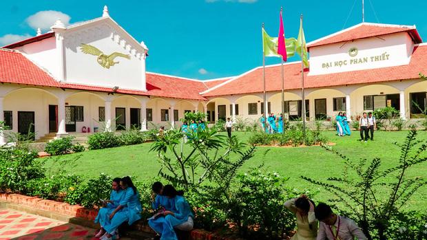 Việt Nam có một ngôi trường với kiến trúc độc đáo như resort cao cấp nhưng học phí thì quá dễ chịu, Hoa hậu trái đất cũng từng ghé thăm - Ảnh 9.