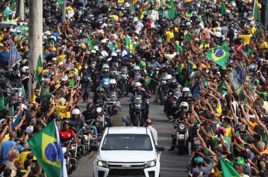 Brazil: 450.000 người chết vì Covid-19, Tổng thống không bịt khẩu trang, phóng xe máy biểu tình giữa biển người - Ảnh 1.