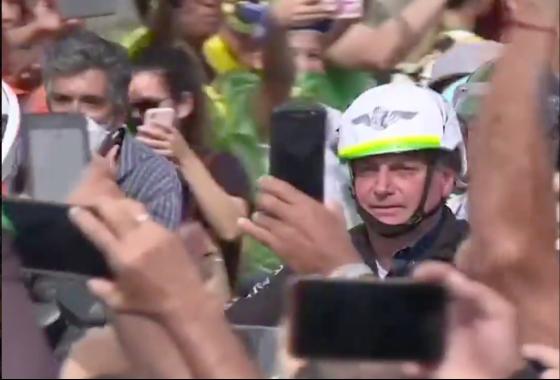 Brazil: 450.000 người chết vì Covid-19, Tổng thống không bịt khẩu trang, phóng xe máy biểu tình giữa biển người - Ảnh 2.