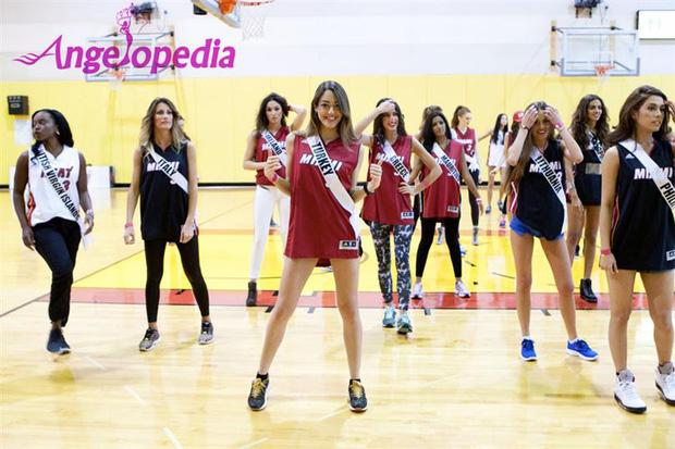 Sự thật gây tranh cãi về Miss Universe: Hậu trường nặng mùi, thí sinh không cần tài năng và phải mang theo thuốc trĩ vì lí do này - Ảnh 3.