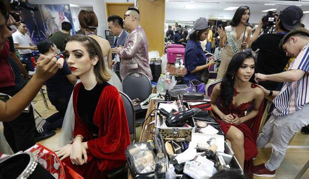 Sự thật gây tranh cãi về Miss Universe: Hậu trường nặng mùi, thí sinh không cần tài năng và phải mang theo thuốc trĩ vì lí do này - Ảnh 4.
