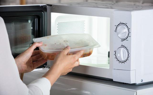 Mang cơm trưa đi làm, đừng bao giờ phạm phải 5 sai lầm dưới đây kẻo vô tình khiến chúng mất dinh dưỡng, thậm chí hủy hoại sức khỏe - Ảnh 5.