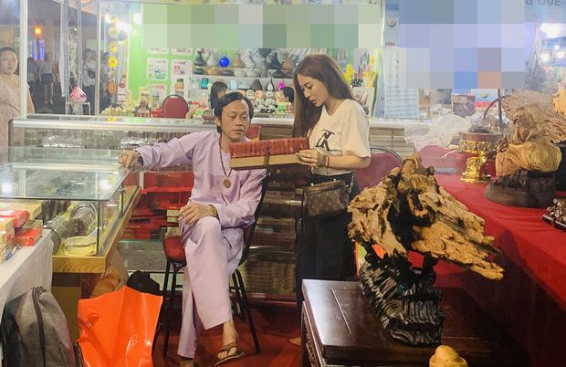 Sống giản dị, NS Hoài Linh lại có khối tài sản khổng lồ: Kim cương đong lon, trầm hương xa xỉ đến nhà thờ Tổ 7000m2 hàng trăm tỷ - Ảnh 9.
