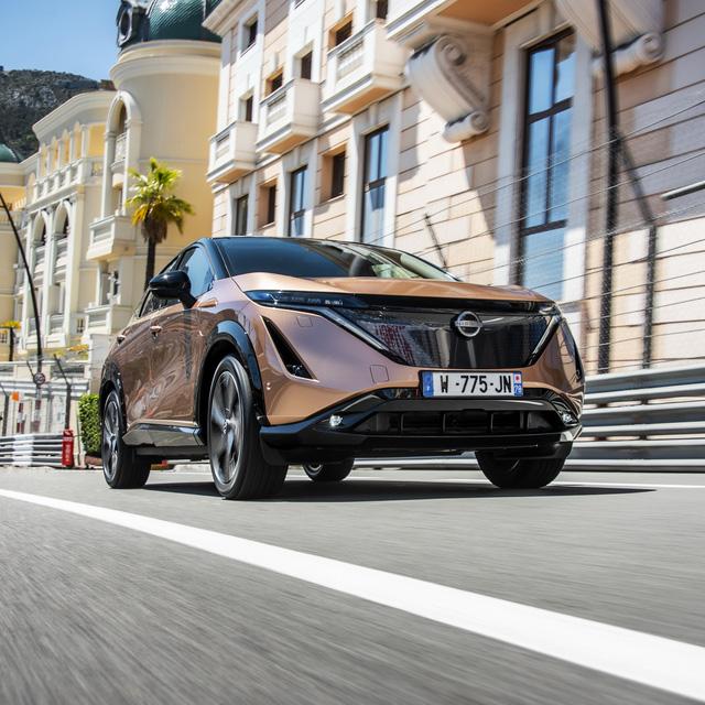 Nissan Ariya lần đầu công khai lăn bánh trên đường, chốt giá quy đổi từ hơn 1 tỷ đồng, đắt gần gấp đôi X-Trail - Ảnh 1.