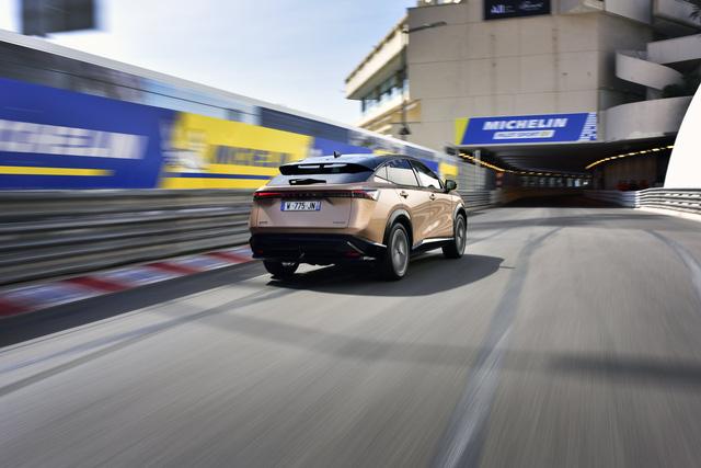 Nissan Ariya lần đầu công khai lăn bánh trên đường, chốt giá quy đổi từ hơn 1 tỷ đồng, đắt gần gấp đôi X-Trail - Ảnh 2.