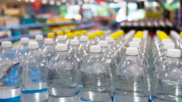 """Sự thật về thông tin """"nước đóng chai cũng có hạn sử dụng"""": Hoá ra chúng ta đều hiểu sai bấy lâu nay - Ảnh 2."""