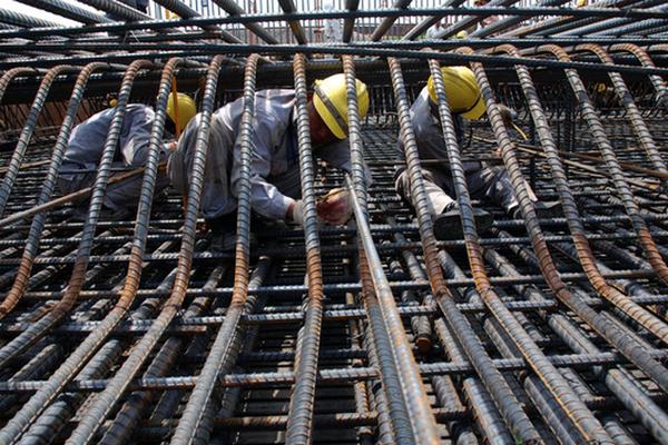 NÓNG: Doanh nghiệp nhà thầu xin tạm dừng thi công chờ bình ổn giá vật liệu xây dựng - Ảnh 2.