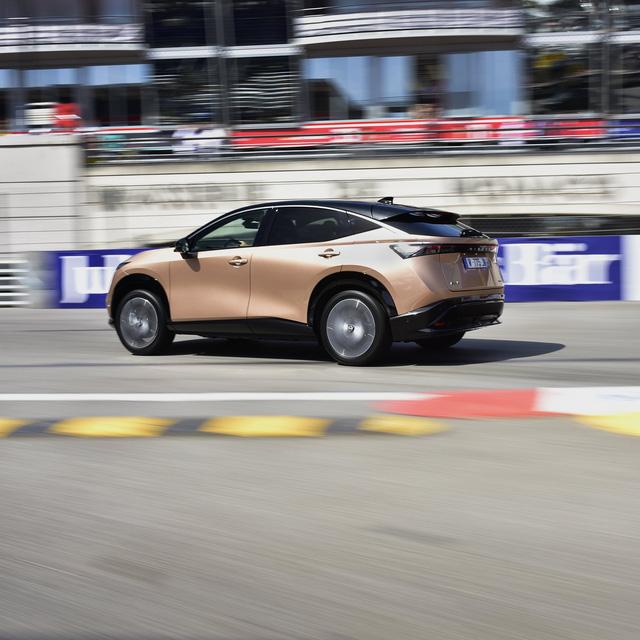 Nissan Ariya lần đầu công khai lăn bánh trên đường, chốt giá quy đổi từ hơn 1 tỷ đồng, đắt gần gấp đôi X-Trail - Ảnh 4.