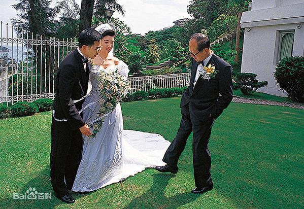 """Con dâu may mắn của tỷ phú giàu nhất Hong Kong: Cô gái """"lọ lem"""" kết hôn với thiếu gia tài phiệt, một lòng hỗ trợ chồng trở thành người kế nghiệp của tập đoàn nghìn tỷ - Ảnh 3."""