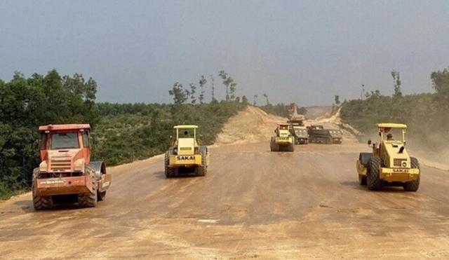 Phó Thủ tướng: Hoàn thành việc bàn giao mặt bằng sạch dự án cao tốc Bắc - Nam, phía Đông trong quý II - Ảnh 1.