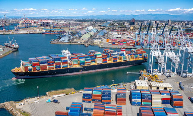 Cước vận chuyển container cao kỷ lục - Ảnh 1.