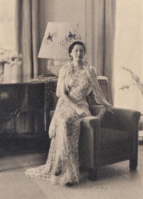Hình ảnh lúc sinh thời của Nam Phương Hoàng hậu bỗng gây sốt: Đẹp làm sao đôi mắt sắc lẹm, từ dáng mũi đến chiếc cằm đều toát ra vẻ Á Đông quyền quý - Ảnh 2.