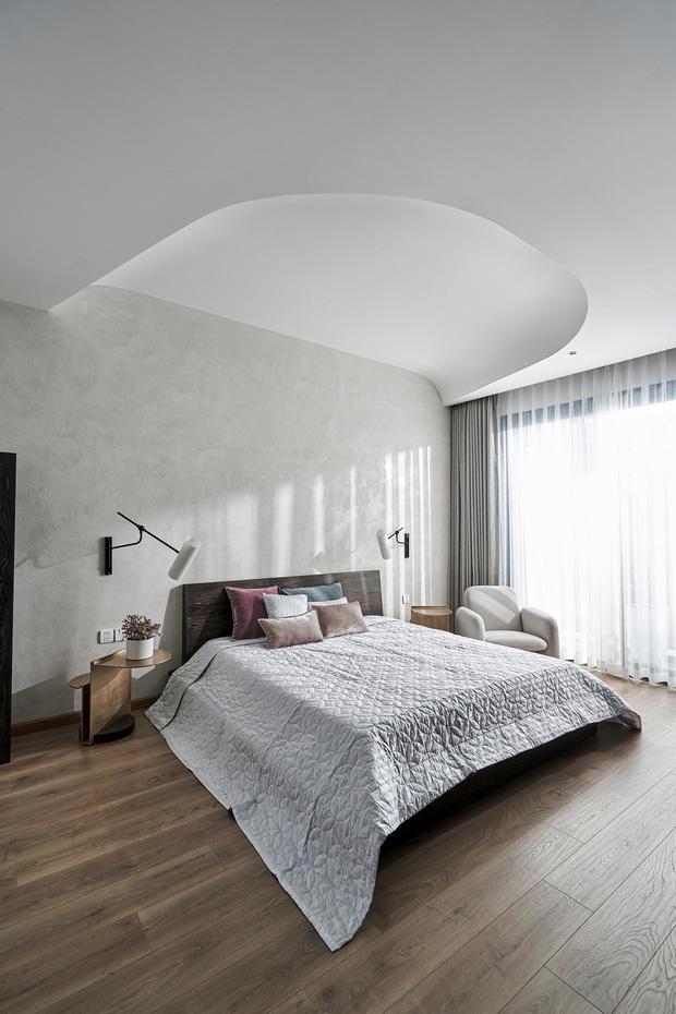 Vợ chồng trung niên cải tạo nhà thô thành biệt thự đúng chất resort, không gian mở ngập nắng, thiết kế tường vòm thay cửa - Ảnh 13.