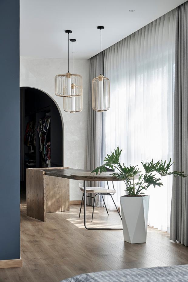 Vợ chồng trung niên cải tạo nhà thô thành biệt thự đúng chất resort, không gian mở ngập nắng, thiết kế tường vòm thay cửa - Ảnh 8.