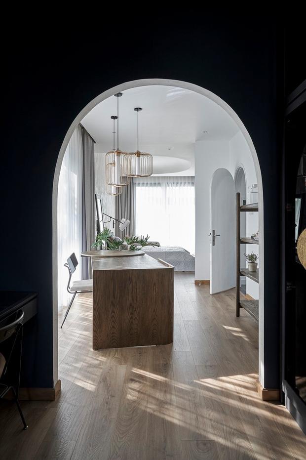 Vợ chồng trung niên cải tạo nhà thô thành biệt thự đúng chất resort, không gian mở ngập nắng, thiết kế tường vòm thay cửa - Ảnh 9.