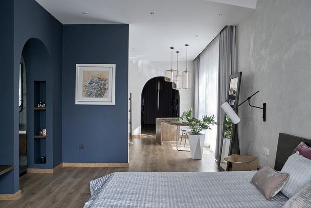 Vợ chồng trung niên cải tạo nhà thô thành biệt thự đúng chất resort, không gian mở ngập nắng, thiết kế tường vòm thay cửa - Ảnh 10.