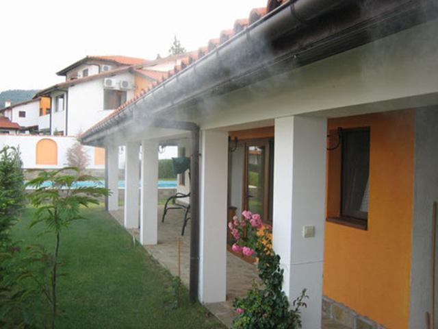 Nắng nóng 45 độ, nhà vẫn mát rượi không cần điều hòa nếu áp dụng những cách chống nóng này - Ảnh 1.