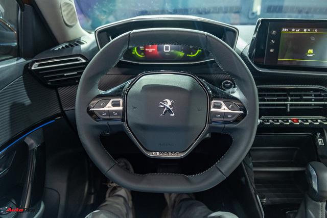 Peugeot 2008 rục rịch tăng giá tại Việt Nam: Bản tiêu chuẩn gần 760 triệu, đắt hơn Kia Seltos và Hyundai Kona full option - Ảnh 4.