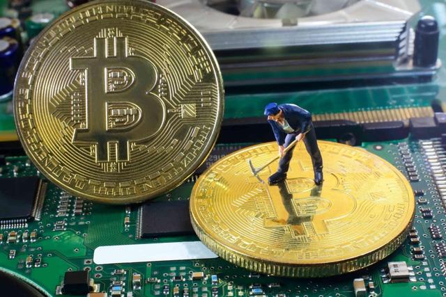 Bitcoin giảm giá tồi tệ nhất trong 1 thập kỷ - Ảnh 2.