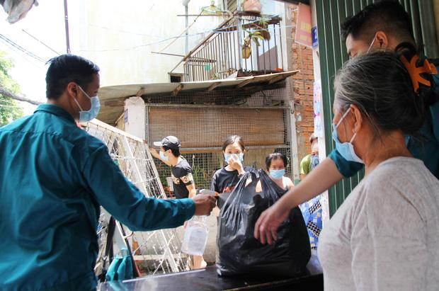TP.HCM: Khu Mả Lạng, quận 1 lại bị phong tỏa vì phát hiện thêm ca dương tính SARS-CoV-2 - Ảnh 5.
