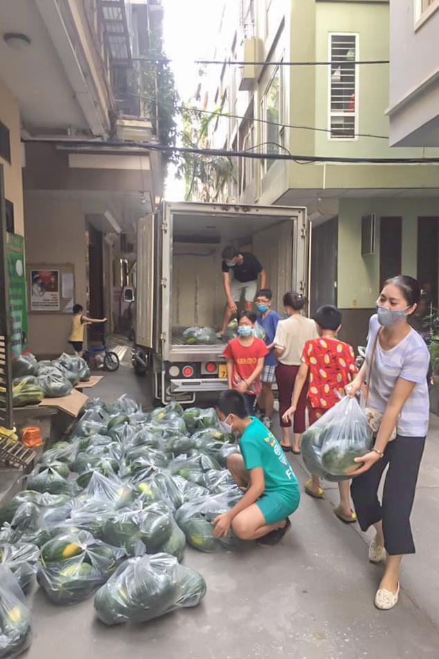 Xuyên đêm giải cứu dưa hấu từ vùng dịch Bắc Giang - Ảnh 10.