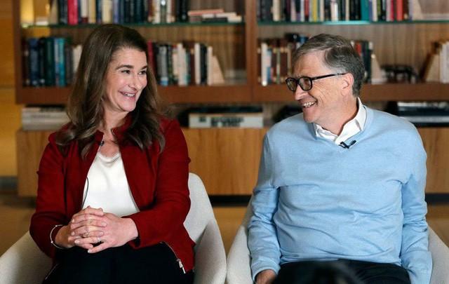 Góc khuất không ngờ phía sau cuộc hôn nhân tưởng như màu hồng của Bill Gates: Làm gì có ông chồng nào tự nhiên lại đi... rửa bát, đặc biệt là tỷ phú? - Ảnh 1.