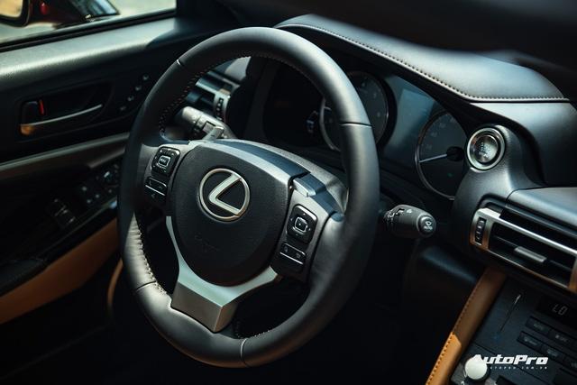 Lexus RC 300 biến mất khỏi danh mục sản phẩm, có thể dọn đường đón bản mới và cả LC 500 chơi hơn sắp về Việt Nam - Ảnh 8.