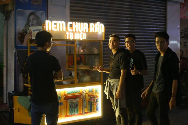 Founder Hanoi Ngon kể hành trình 3 năm từ xe đẩy vỉa hè thành ngôi sao trên app: Tận dụng triệt để Grab, Now và Beamin, tung hứng thủ thuật marketing, thu thập dữ liệu 'quái chiêu' - Ảnh 1.