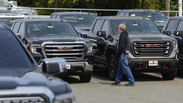 Dân Mỹ đổ xô mua ô tô - Ảnh 1.