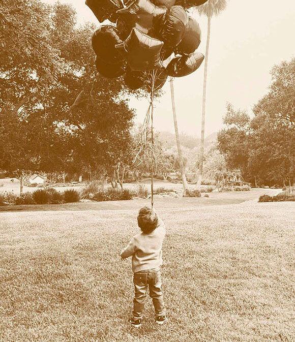 Meghan Markle tung ảnh mới mừng sinh nhật con trai nhưng lại bị bố chồng hắt hủi không thương tiếc bằng hành động thâm sâu - Ảnh 1.