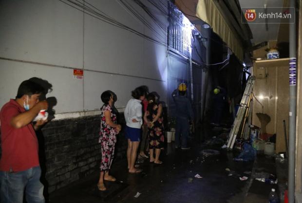 Ảnh: Hiện trường vụ cháy kinh hoàng khiến 7 người mắc kẹt tử vong thương tâm ở Sài Gòn - Ảnh 19.