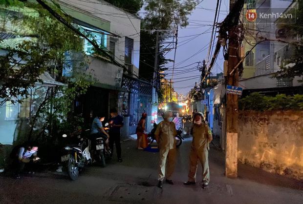 Ảnh: Hiện trường vụ cháy kinh hoàng khiến 7 người mắc kẹt tử vong thương tâm ở Sài Gòn - Ảnh 3.