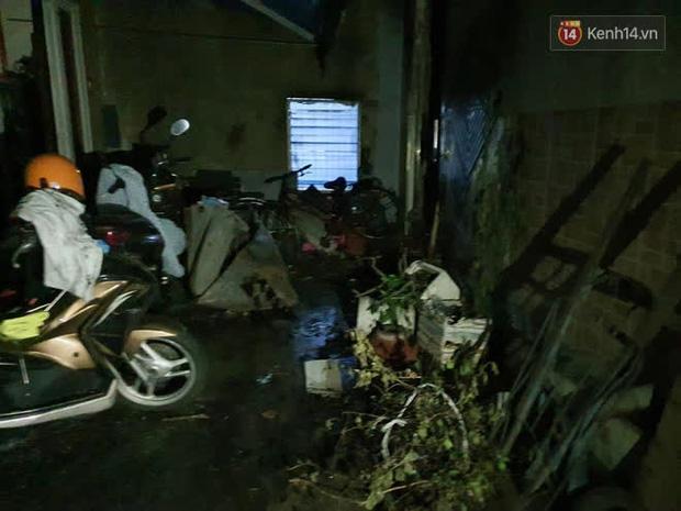 Ảnh: Hiện trường vụ cháy kinh hoàng khiến 7 người mắc kẹt tử vong thương tâm ở Sài Gòn - Ảnh 21.