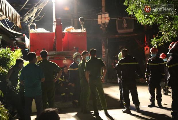Ảnh: Hiện trường vụ cháy kinh hoàng khiến 7 người mắc kẹt tử vong thương tâm ở Sài Gòn - Ảnh 7.