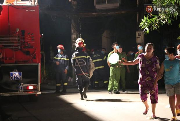 Ảnh: Hiện trường vụ cháy kinh hoàng khiến 7 người mắc kẹt tử vong thương tâm ở Sài Gòn - Ảnh 8.