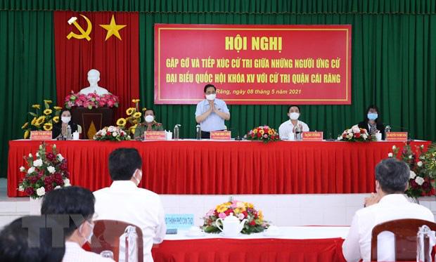 Thủ tướng Phạm Minh Chính: Vaccine nào cũng có phản ứng phụ, người dân đừng lo sợ - Ảnh 1.
