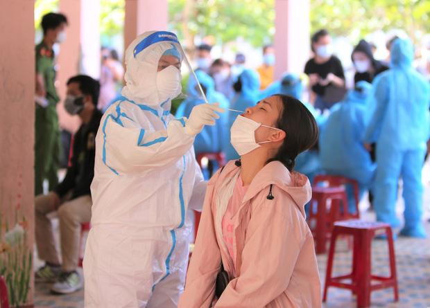 Thêm 14 ca dương tính SARS-CoV-2 ở Đà Nẵng: 12 người là nhân viên thẩm mỹ viện, 1 quản lý bar New Phương Đông và 1 giáo viên mầm non - Ảnh 3.