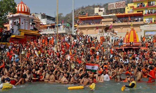Lễ hội Kumbh Mela – sự kiện siêu lây lan Covid-19 nhấn chìm Ấn Độ trong khủng hoảng - Ảnh 1.