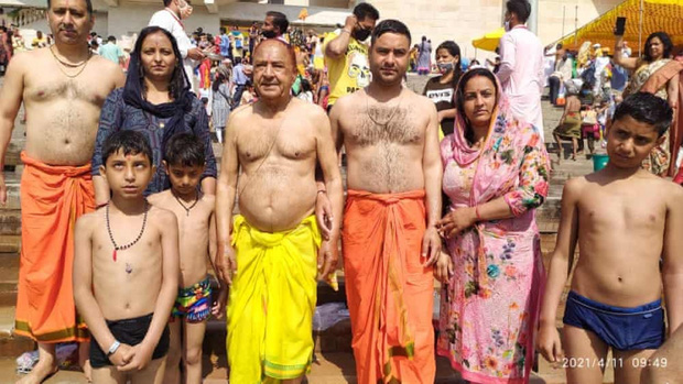 Lễ hội Kumbh Mela – sự kiện siêu lây lan Covid-19 nhấn chìm Ấn Độ trong khủng hoảng - Ảnh 2.