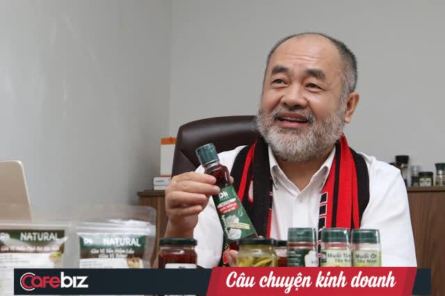 """Chân dung CEO Dh Foods: Triệu phú mỳ gói trên đất Ba Lan, tay trắng hồi hương tuổi 50 vì """"tiếng gọi tình yêu"""", dựng đế chế gia vị đặc sản thuần Việt - Ảnh 1."""