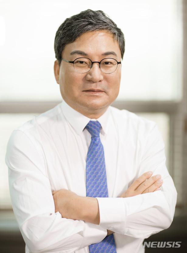 Thăng trầm cuộc đời 2 ông trùm chaebol của ngành hàng không Hàn Quốc: Kẻ tay trắng đi lên, kẻ giàu sang từ nhỏ nhưng đều kết thúc sau song sắt - Ảnh 1.
